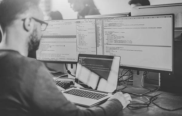 Deploy Java microservices on Kubernetes with polyglot support